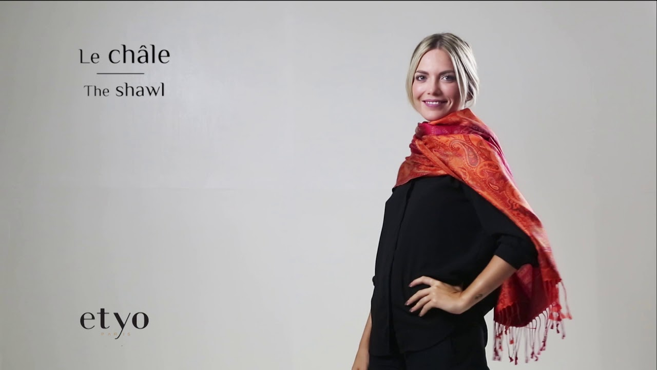 Comment porter un foulard - How to tie a scarf  1 - YouTube c7914614790
