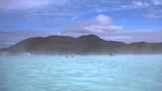 видео Геотермальный спа-центр «Голубая Лагуна» (Bláa lónið)