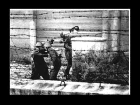 East Germans kill man trying to cross Berlin Wall August 17 1962