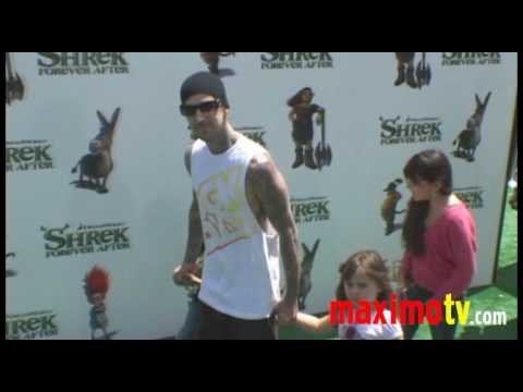 """Travis Barker and Kids at """"SHREK FOREVER AFTER"""" Los Angeles Premiere May 16, 2010"""