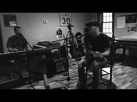 Steven Courtney Band performs Steady Rollin' Man