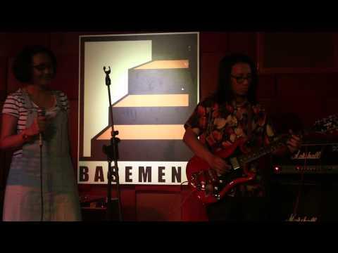 Klarinet - Pergi Ke Bulan (live at Selecta Pop Vol.3)
