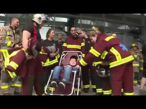 Quebec firefighters, emergency workers climb skyscraper to raise money for muscular dystrophy