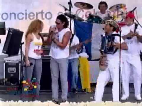 Shakira & Carlos Vives – La Gota Fría (Concierto por la Libertad en Leticia 2008)