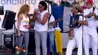 Shakira & Carlos Vives - La Gota Fría (Concierto por la Libertad en Leticia 2008)