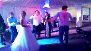 Парни рвут в танце девушек - Танцевальный батл на свадьбе