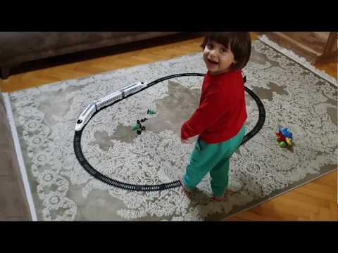 Fatih Selim Oyuncak Tren Kutusunu Açtı Babasıyla Tren Oyuncağının Raylarını Kurdu