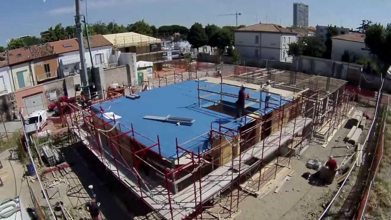 Casa prefabbricata in legno 2 piani e tetto in 15 giorni for Piani casa texas