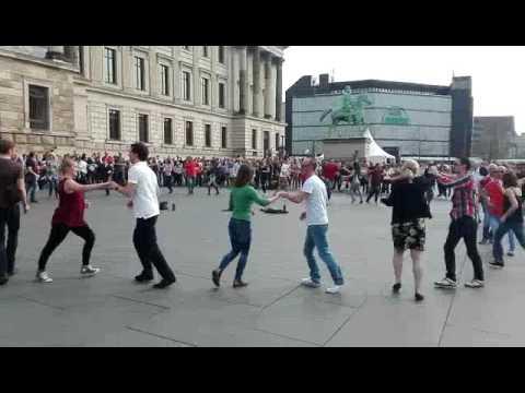 international rueda de casino multi flashmob
