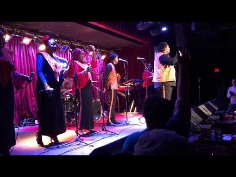 "Harlem Gospel Choir Covers ""I'm Every Woman"" at BB King's"