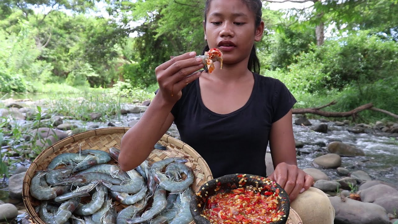 Wow! watering mouth with Raw shrimp vs Hot chili sauce This seafood tasty I like to eat