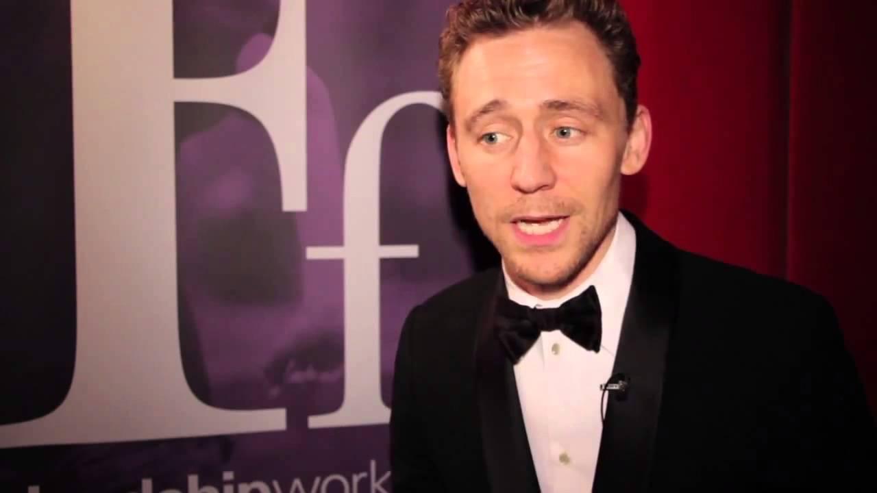 Tom Hiddleston para Friendship Works. Subtitulado Español