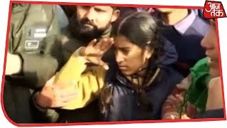 CRPF Jawan Mohanlal's Daughter Bids Teary Adieu To Martyred Farther