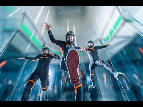 Caída libre en 360: paracaidismo mundo campeón en formación