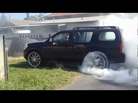 Pathfinder Turbo >> Massive nissan pathfinder burnout on 24's - YouTube