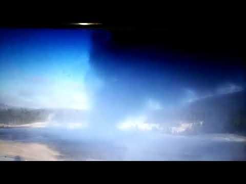 Yellowstone Old Faithful Geyser eruption