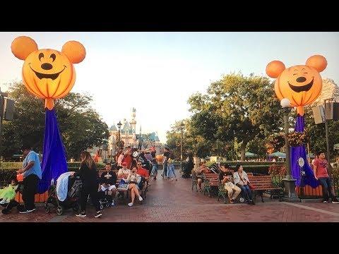 Mickey's Halloween Party at Disneyland VLOG 2017