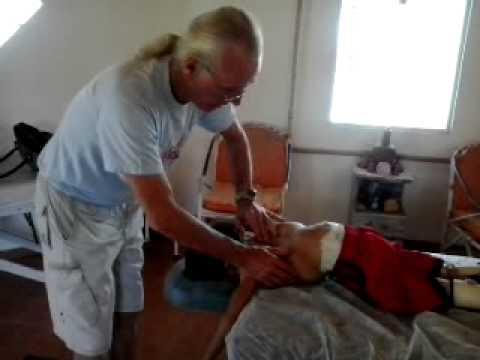 Robertson Fazendo Alinhamento Corporal com Mestre Wilson Moreira -em 28-072013