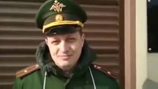 Офицер с пикетом у администрации президента РФ  МЕНЯ ОБМАНУЛ ПУТИН