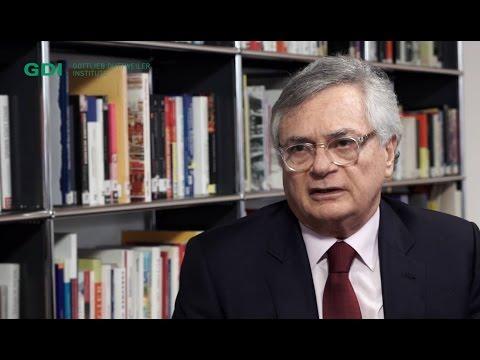 Masqueraded Autocracies – An interview with Venezuelan economist Moisés Naím