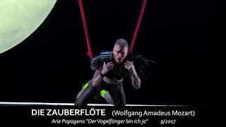 """Wolfgang Amadeus Mozart DIE ZAUBERFLÖTE """"Der Vogelfänger bin ich ja"""" Daniel Schmutzhard (Papageno)"""