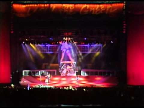 Motley Crue - Full Concert - 10/10/87 - Oakland Coliseum Stadium (OFFICIAL)