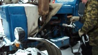 Запуск трактора т-40 зимой.(7 января 2012г., 2013-12-08T18:45:30.000Z)