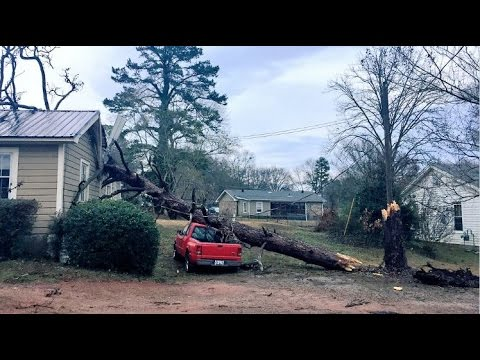 Georgians clean up after tornado touches down