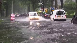 Extreme wateroverlast in Burgum op 28 juni 2017.