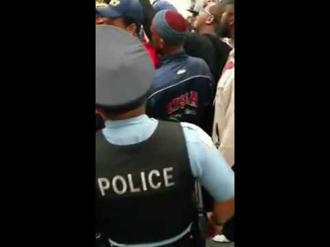 Violence erupts as Chicago Residents Clash with Chicago Police Department (Must see)