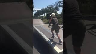 Роллер-паркурщик уходит от зомбака! ( Вышгород скейт-парк )