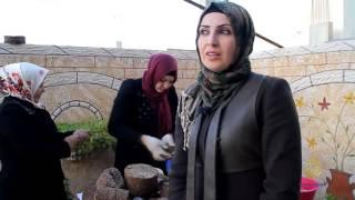 أربع فلسطينيات يبتكرن حطبا صناعيا صديقا للبيئة