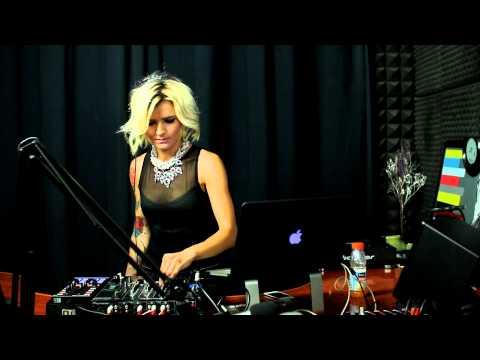 Livia Andrei in Deep Hug Magic la Radio DEEA