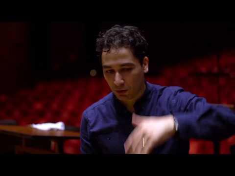 Andrés Orozco Estrada conducts Music of the Americas (Bernstein, Gershwin, Revueltas, Piazzolla)