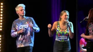 Fanny, Samuel, Emilia, Twyla och Thomas i gruppmomentet av Idols slutaudition - Idol Sverige (TV4)