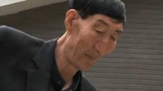 El hombre más alto del mundo vive en China y ahora es padre thumbnail