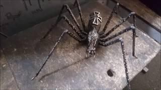 Железный паук своими кривыми руками