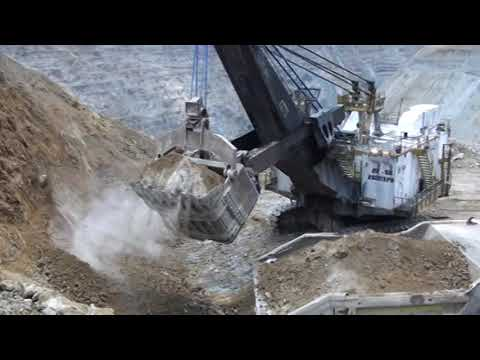 BIG HEAVY EQUIPMENTS WORKING IN SOUTH MINING PERU