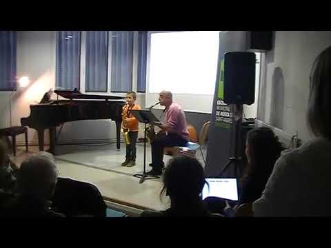 AÑO 2013    Koldo Munné ( 7 años de edad) (4 meses tocando) Joan Chamorro ( profesor)