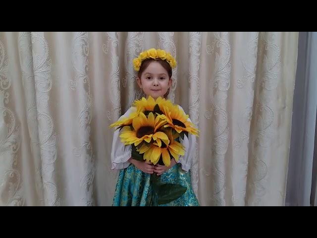Изображение предпросмотра прочтения – ДарьяДедова читает произведение «На базаре спозаранок» (Русский фольклор )