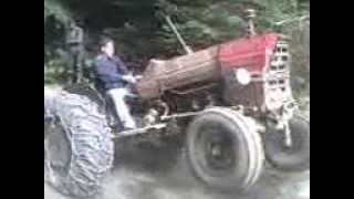 Traktor vuca balvana i razdizanje
