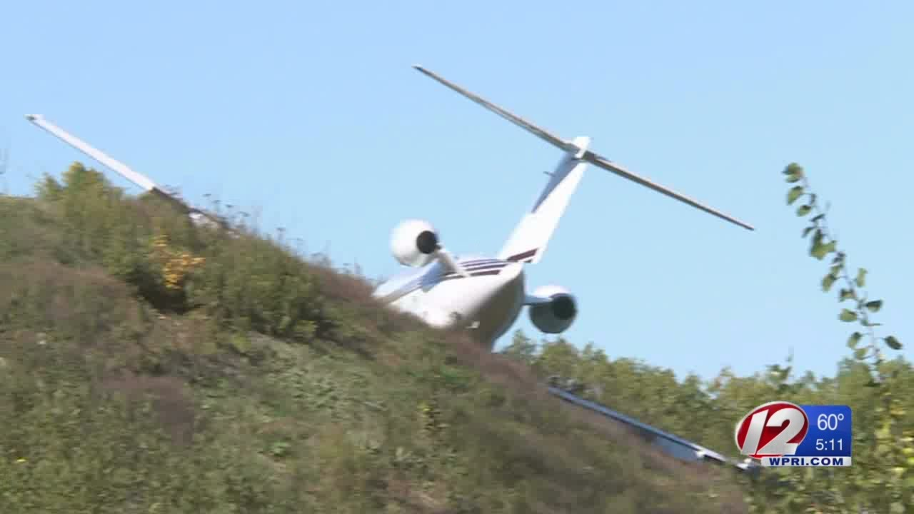 Jet leaves runway, crashes at Smithfield airport