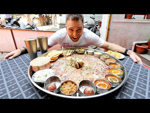 The BIGGEST Thali in Pune - BAHUBALI THALI 20 + ITEMS! | Pune, India
