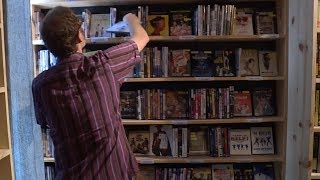 Video rental shop makes a comeback in US