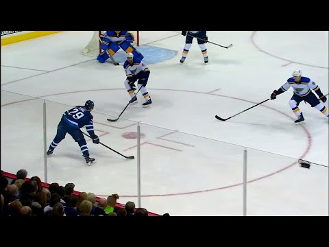 Laine fakes out Blues with hesitation to score PP goal
