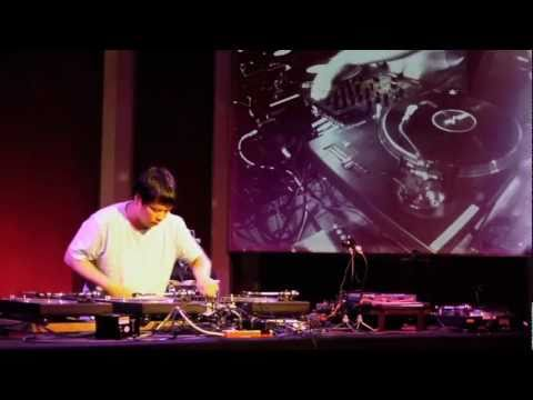 "Rekorder: Kid Koala spielt: ""Some Blues"""