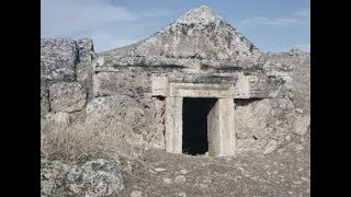 """Prophetic """"Portal Of Hell"""" In Ancient Greece"""