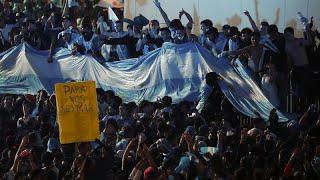 """شاهد: فرحة عارمة تجتاح الأرجنتين احتفالا بفوز ميسي ورفاقه على البرازيل بكأس """"كوبا أميركا""""…"""