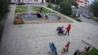 ребенок упал в фонтан
