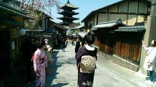 Kyoto, Japan - Higashiyama & Sannenzaka, April 4, 2017 / 桜の京都市東山三年坂, 平成29年4月4日